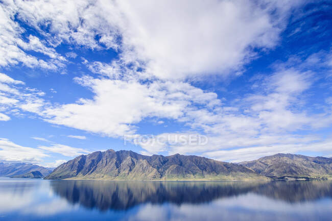Cloud refelctions in Lake Hawea, Haast Pass, South Island, New Zealand — Stock Photo