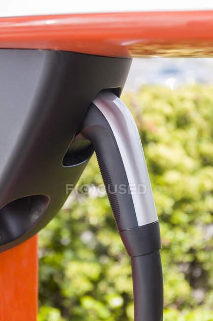 Carga del vehículo eléctrico, primer plano - foto de stock