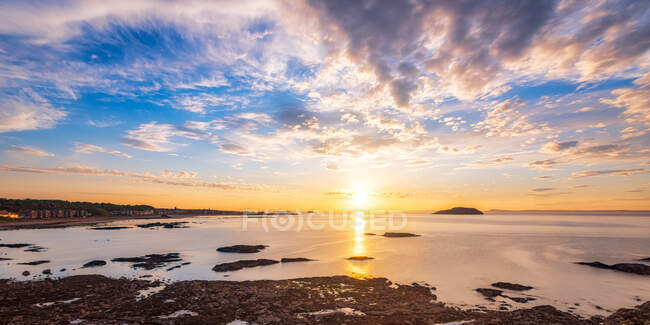 Sunset over the east bay, Firth of Forth, North Berwick, East Lothian, Scotland — Stock Photo
