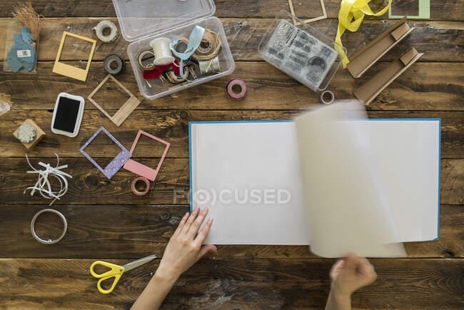 Top view of woman's hands preparing a scrapbook — Stock Photo