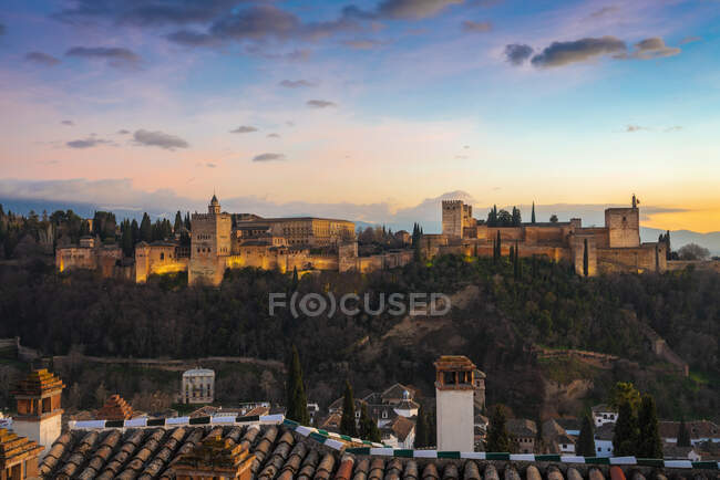 View of Alhambra with Sierra Nevada in the background at sunset, Granada, Spain — Stock Photo
