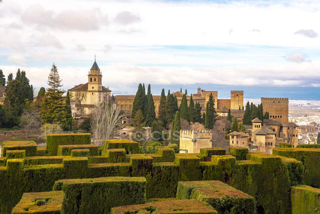 View of Alhambra palace complex from Generallife, Granada, Spain — Stock Photo