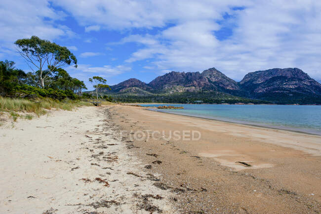 Spiaggia a Coles Bay, Freycinet National Park, Tasmania, Australia — Foto stock