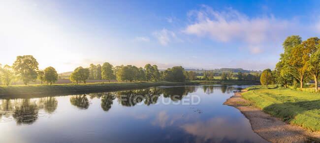 Tay river near Perth, Scotland — Stock Photo