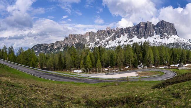View to Mountain Pass Road Giau Pass, Dolomites, Italy — Stock Photo