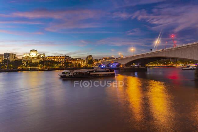 Skyline da cidade de Londres com Waterloo Bridge, Londres, Reino Unido — Fotografia de Stock