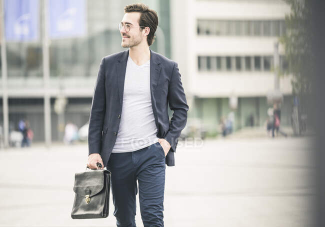 Confident businessman walking in the city — Stock Photo