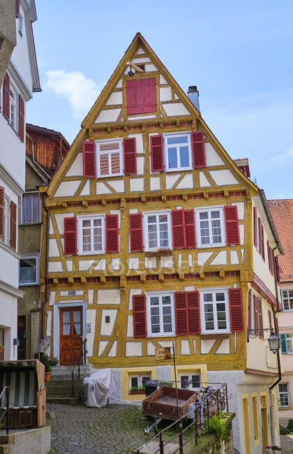 Casa de madera enmarcada en el casco antiguo, Tuebingen, Baden-Wuerttemberg, Alemania - foto de stock