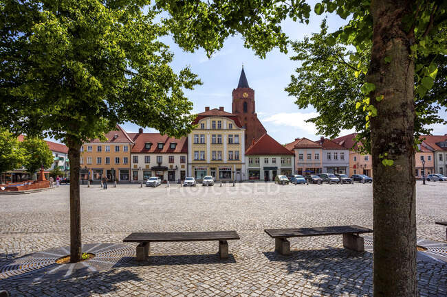 Market square and St. Mary's Church, Beeskow, Germany — Stock Photo