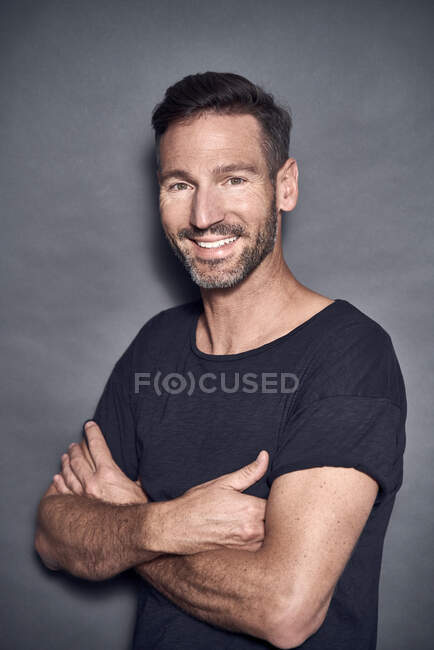 Portrait of mature man crossed arms — Stock Photo