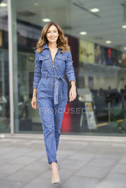 Mature woman wearing denim jumpsuit — Stock Photo