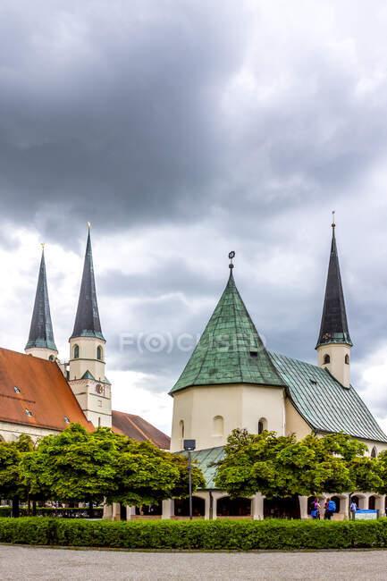 Iglesia Colegiata y Capilla de la Gracia, Kapellplatz, Altoetting, Baviera, Alemania - foto de stock