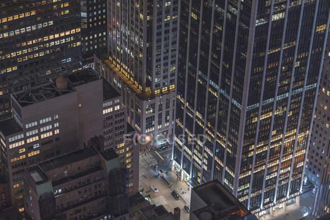 Grattacieli e canyon di notte, Manhattan, New York, USA — Foto stock