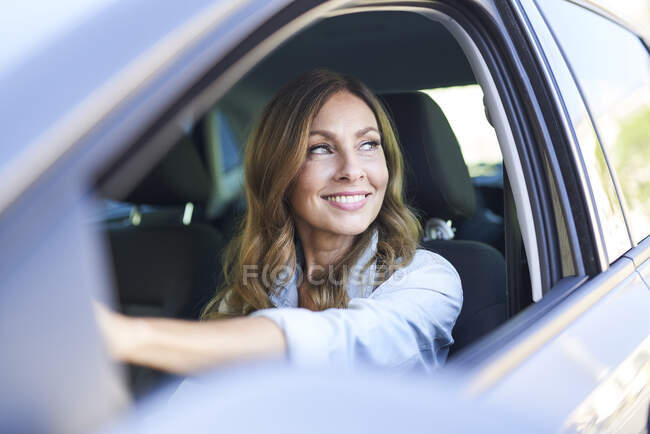 Жінка в машині. — стокове фото