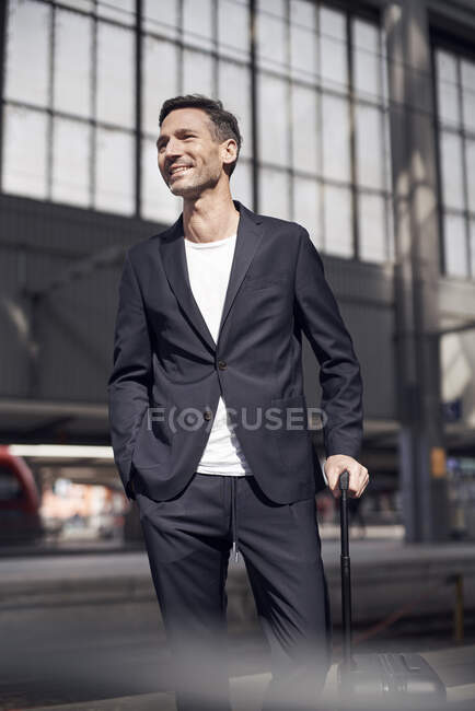 Mature man with trolley on station — Stock Photo