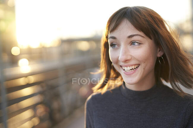 Portrait of laughing young woman at evening twilight — Stock Photo