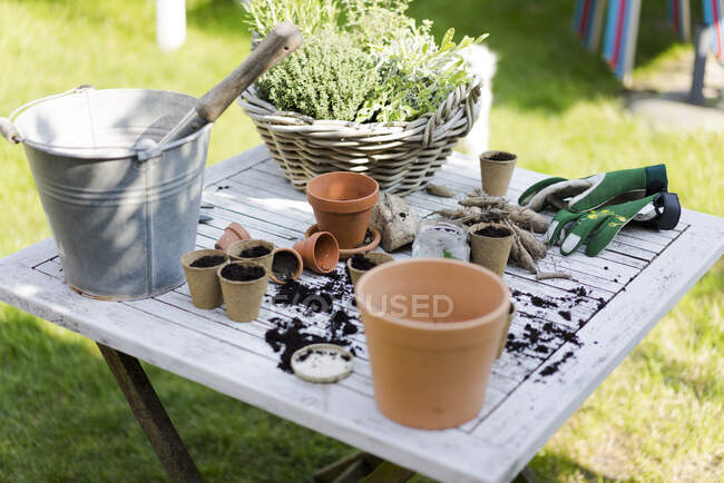 Gardening accessories on table — Stock Photo