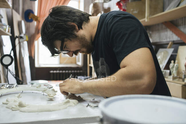 Sculptor working on an object — Stock Photo