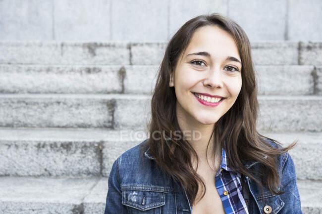 Young woman looking at camera — Stock Photo