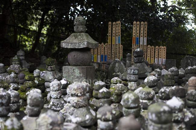 Декоративні фігури в токійському храмі (Японія). — стокове фото