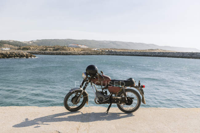 View of old motorcycle on the sea shore, Nazare, Portugal — Stock Photo