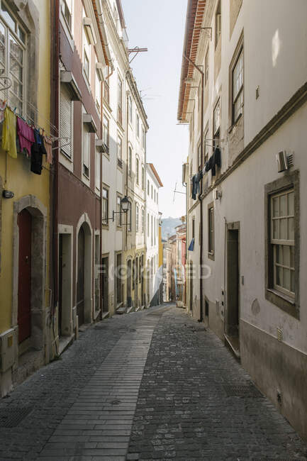 Alley in the old town of Coimbra, Portugal — Stock Photo
