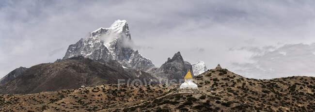 Dinboche stupa, Himalayas, Solo Khumbu, Nepal — Stock Photo