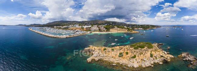 Spagna, Isole Baleari, Maiorca, Veduta aerea di Portals Nous, Porto Portals, spiaggia Platja de S'Oratori e Illa d'en Sales — Foto stock