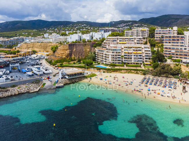 Spain, Balearic Islands, Mallorca, Aerial view of Portals Nous, beach Platja de S'Oratori and Illa d'en Sales — Stock Photo
