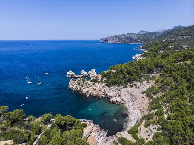 Spagna, Isole Baleari, Maiorca, Regione Valldemossa e Soller, Cala Deia, Veduta aerea della baia — Foto stock