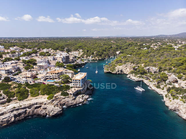 Spagna, Isole Baleari, Maiorca, Veduta aerea della baia Cala Figuera e Calo d'en Busques — Foto stock