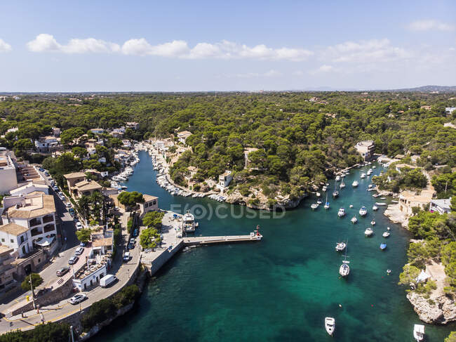 Spagna, Isole Baleari, Maiorca, Veduta aerea della baia Cala Figuera e Calo d'en Busques con Port de Cala Figuera — Foto stock
