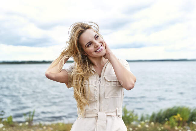 Happy woman at the lakeside — Stock Photo