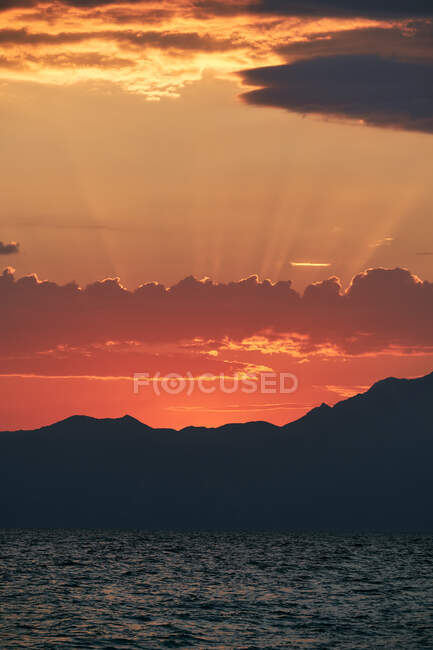 Grecia, Halkidiki, Mar y Athos Montaña al amanecer - foto de stock