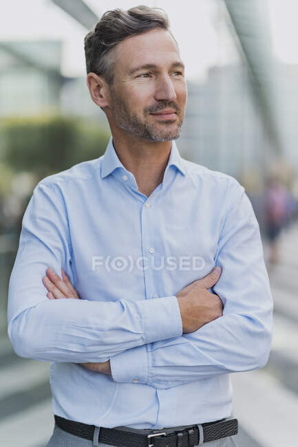 Portrait of confident businessman in the city — Stock Photo