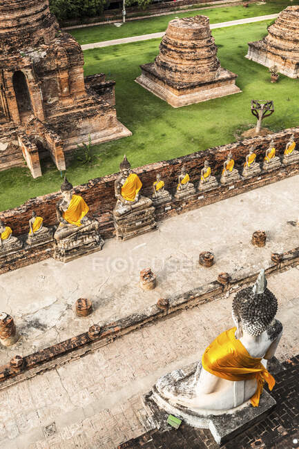 Ancient ruins and Buddha statues, Ayutthaya, Thailand — Stock Photo