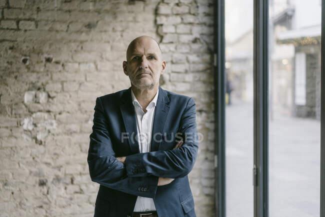 Портрет уверенного старшего бизнесмена — стоковое фото