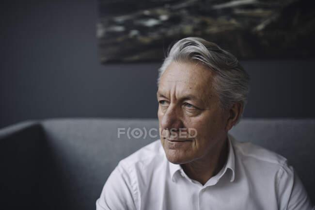 Портрет старшего бизнесмена — стоковое фото