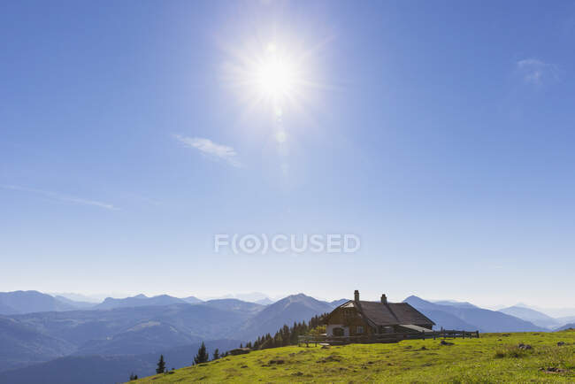 Cottage on Schafberg peak against blue sky — Stock Photo