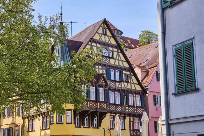 Casas de madera enmarcadas en el casco antiguo, Tuebingen, Baden-Wuerttemberg, Alemania - foto de stock