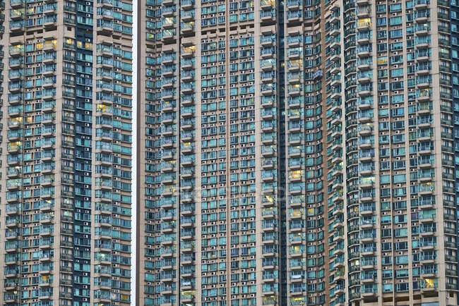 Vista parziale della torre dell'appartamento, Kowloon, Hong Kong, Cina — Foto stock