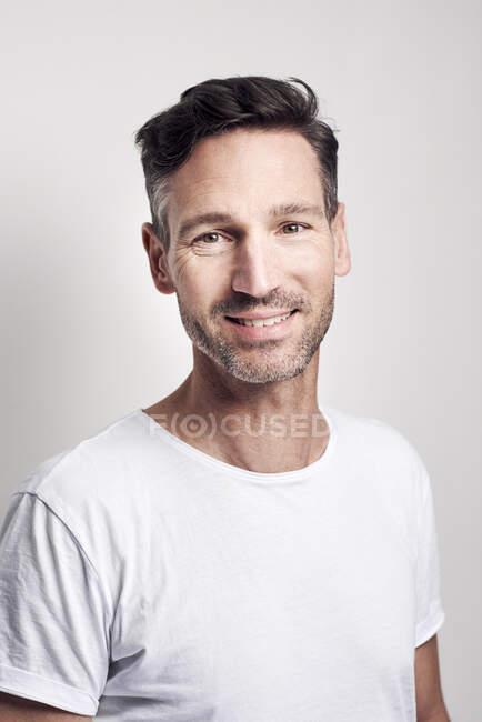 Portrait of man wearing white t-shirt — Stock Photo