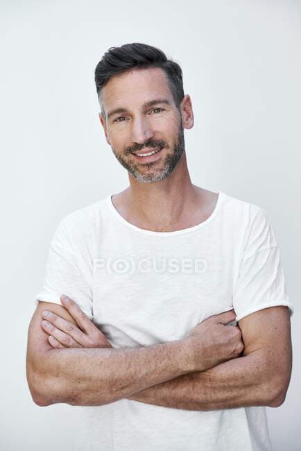 Portrait of mature man with crossed arms — Stock Photo