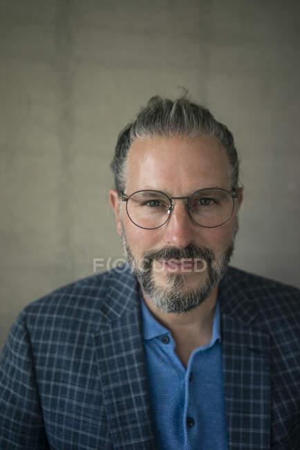 Portrait of confident mature businessman — Stock Photo