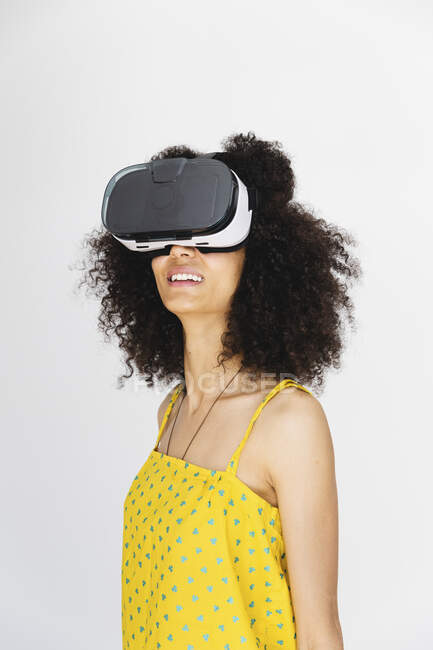 Young woman wearing virtual reality glasses — Stock Photo