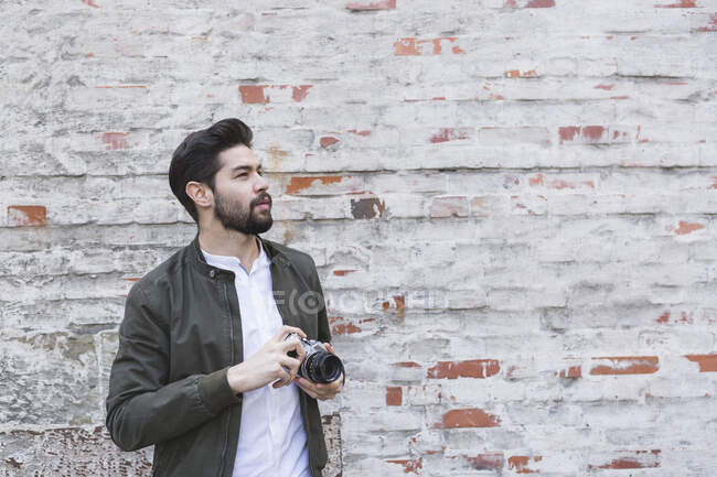 Bearded young man with camera — Stock Photo