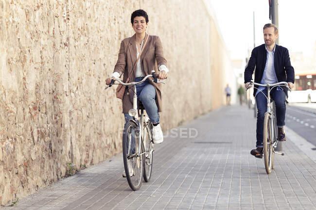Пара велосипедів у Барселоні. — стокове фото