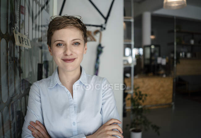 Portrait of a confident woman in a cafe — Stock Photo