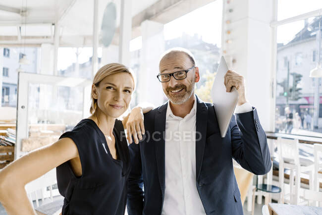 Successful business people smiling at camera — Stock Photo