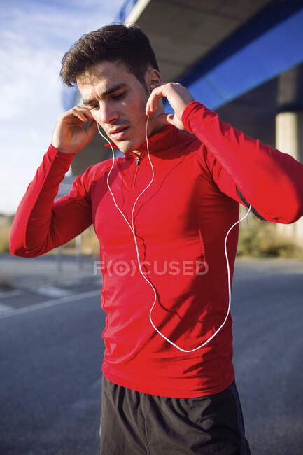 Jogger listening to music — Stock Photo